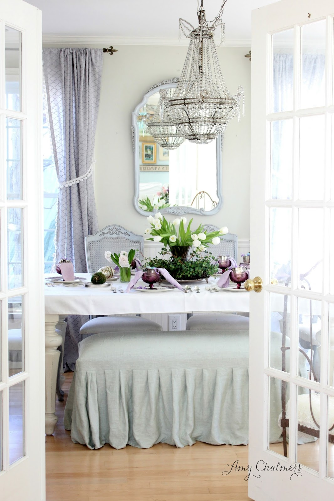 Maison Decor: French daybed debuts in the dining room