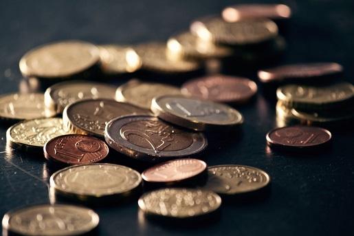 ¿Sabes cuánto dinero gana el banco con tus fondos de inversión?