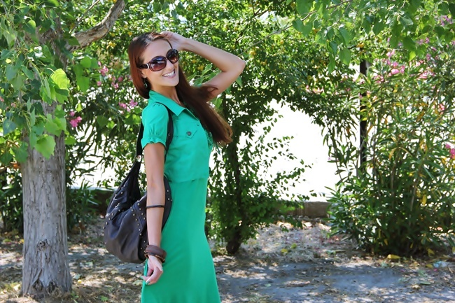 how to wear green color in spring and summer