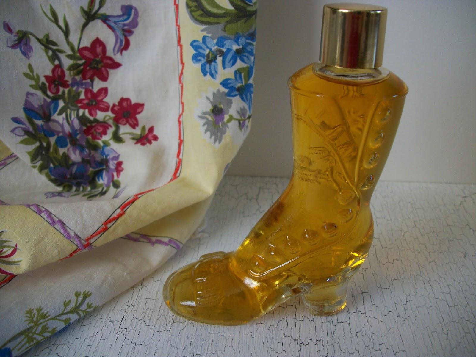 Queenies Vintage Finds Vintage Avon Perfumes In Pretty Vanity