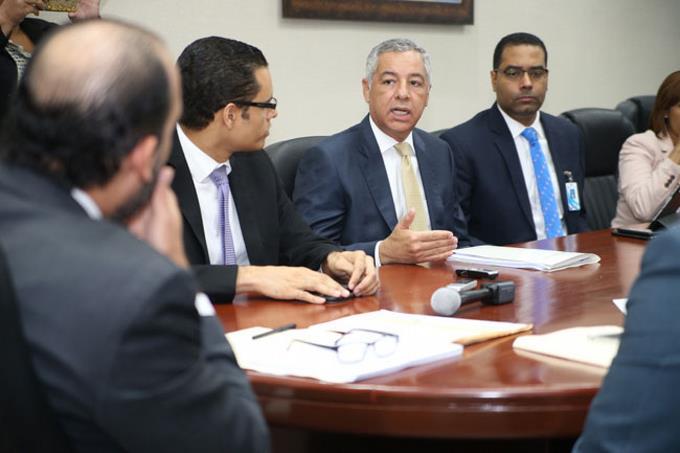 Ministro de Hacienda dice han cerrado más de 4 mil bancas ilegales en 5 meses
