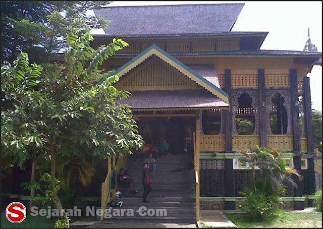 Foto Modern Rumah adat Kalimantan Barat