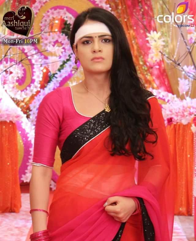 Images Of Radhika Madan In Saree