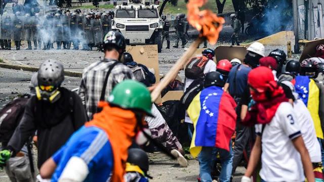 "Oposición venezolana convoca ""a 48 horas de paro"" contra Maduro"