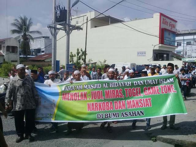 Aksi demo umat islam di Asahan yang menolak judi