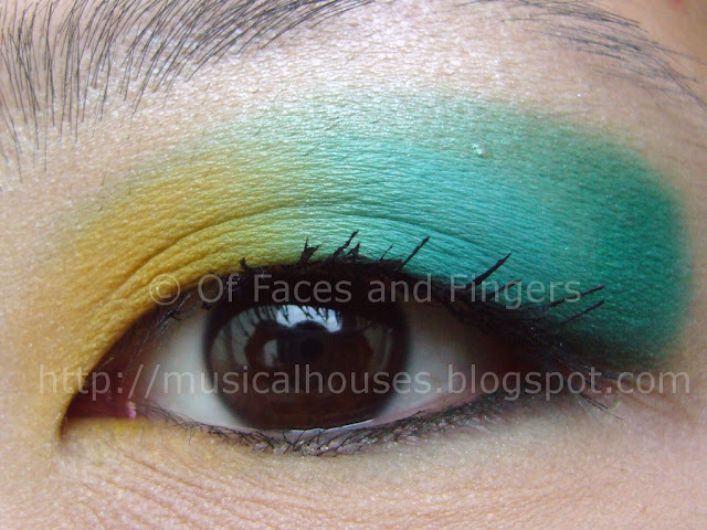 Sleek Curacao Aquatic Blue Yellow Eye Look
