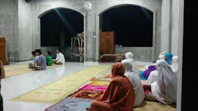 Kajian Rutin Ahad Pagi di Musholla At tanwir