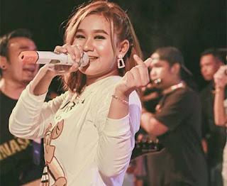 Anggun Pramudita Nyanyi