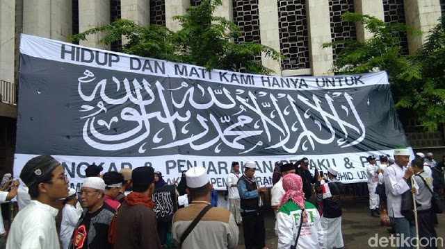 Massa Aksi Bela Tauhid Berdoa Untuk Korban Lion Air