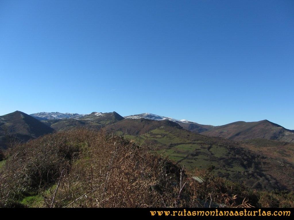 Area Buyera, picos Grandamiana y Plantón: Vistas desde Grandamiana a Maravio y Loral