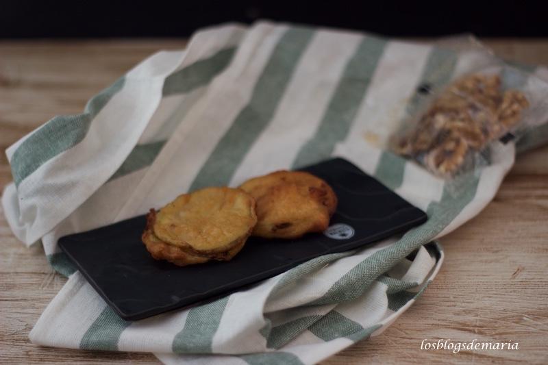 Calabacines fritos rellenos de queso, nueces y jamón
