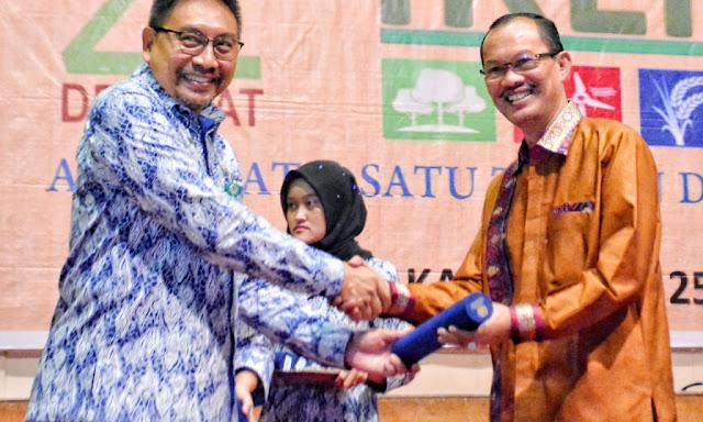 Walikota Palembang Harnojoyo Terima Penghargaan pembina kampung iklim terbaik