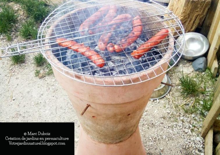 votre jardin naturel en permaculture fabrication d 39 un barbecue avec un pot en terre. Black Bedroom Furniture Sets. Home Design Ideas