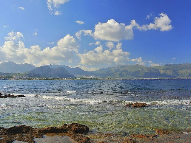 skaliste nabrzeże Isola Delle Femmine, Sycylia