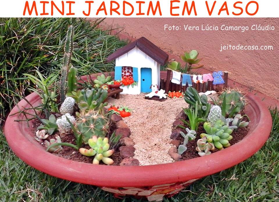 decoracao jardim vasos:Ela criou este pequeno mini jardim com espécies de suculentas e