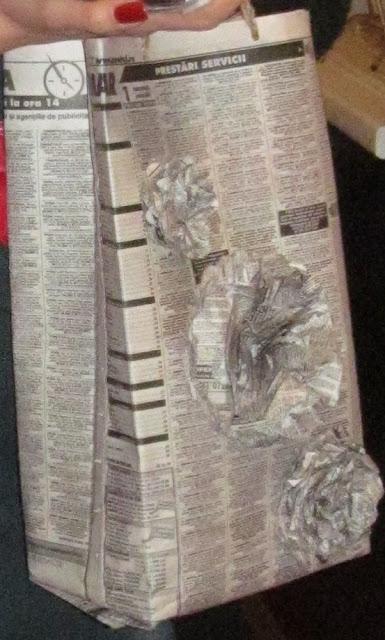 punguta cadou din ziar