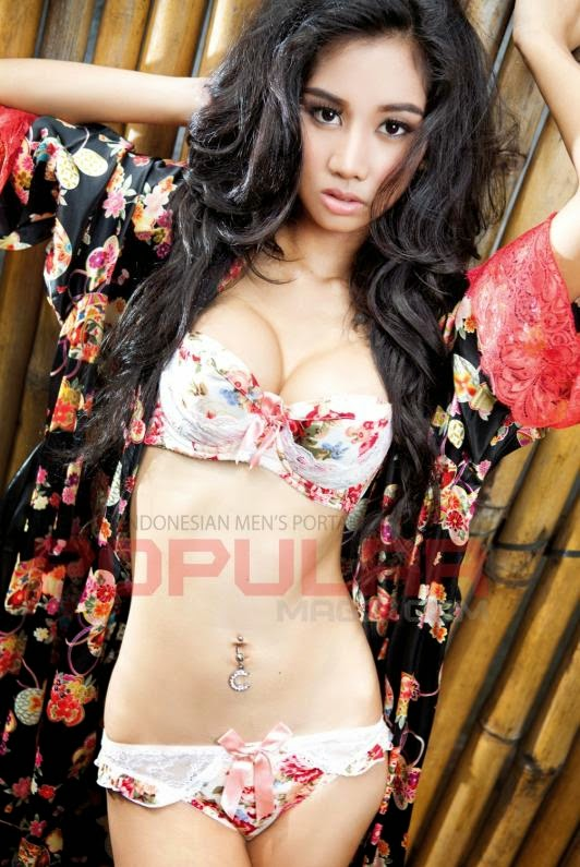 Photo Seksi Chika Anastasia di Majalah Popular