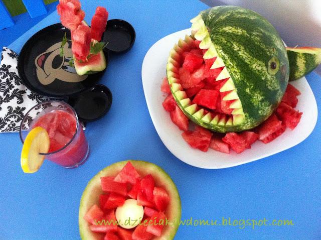 pomysły na zabawę z arbuzem dla dzieci, arbuzowe przyjęcie