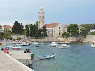 Hvar Beach mit Franjevački samostan Hvar, Insel Hvar, Kroatien