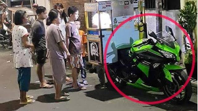 Foto Penjual Bakso Dengan Motor Moge Kawasaki Ini Jadi Viral di Medsos