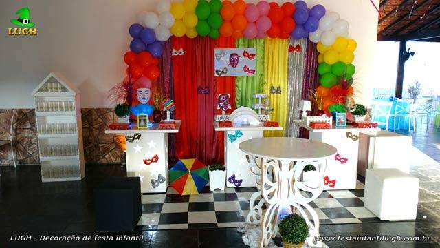Decoração da mesa do bolo de aniversário tema Carnaval - Fantasia - Festa infantil feminina decorada na Barra da Tijuca RJ