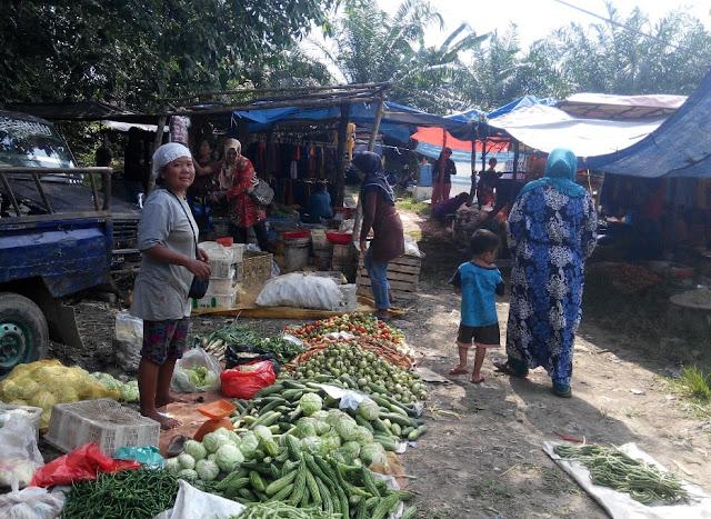Pasar Kalangan Sepi, Pedagang Terancam Gulung Tikar