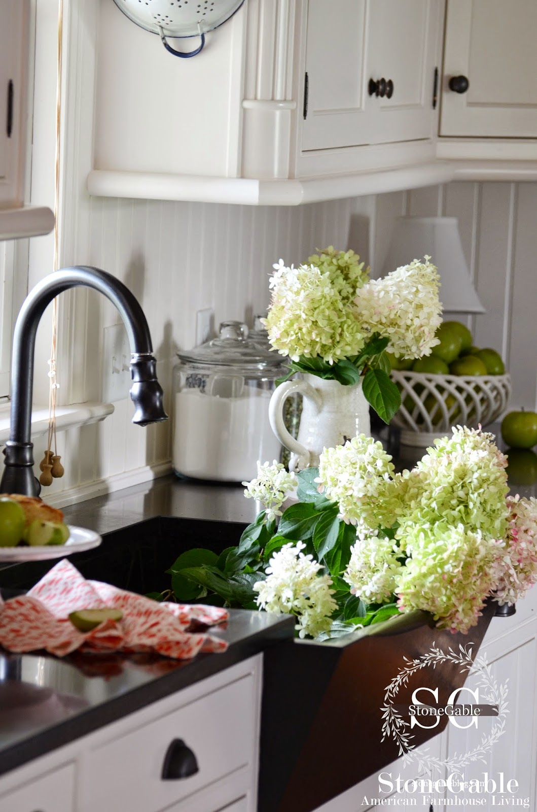 10 Elements Of A Farmhouse Kitchen
