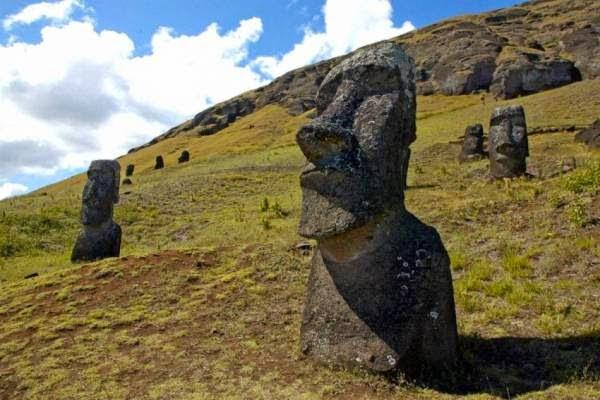 Αποκαλύφθηκαν τα μυστηριώδη γλυπτά στο Νησί του Πάσχα