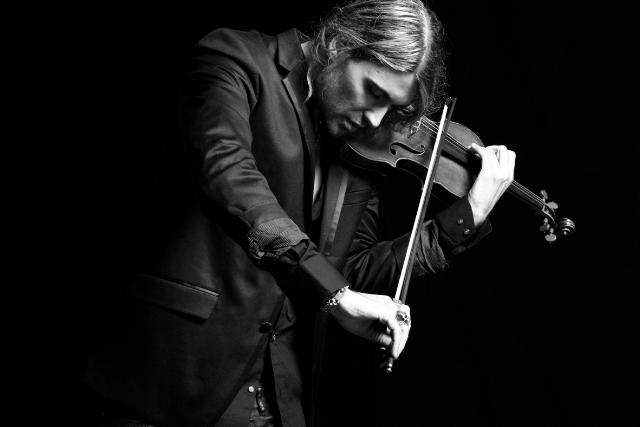 عازف الكمان
