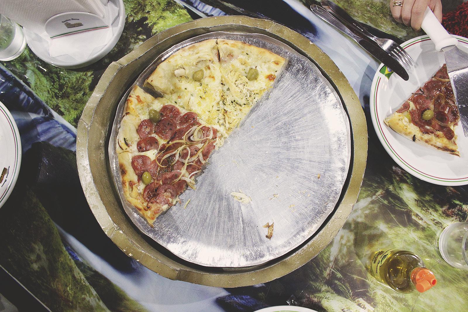 forma com pedaços pizza
