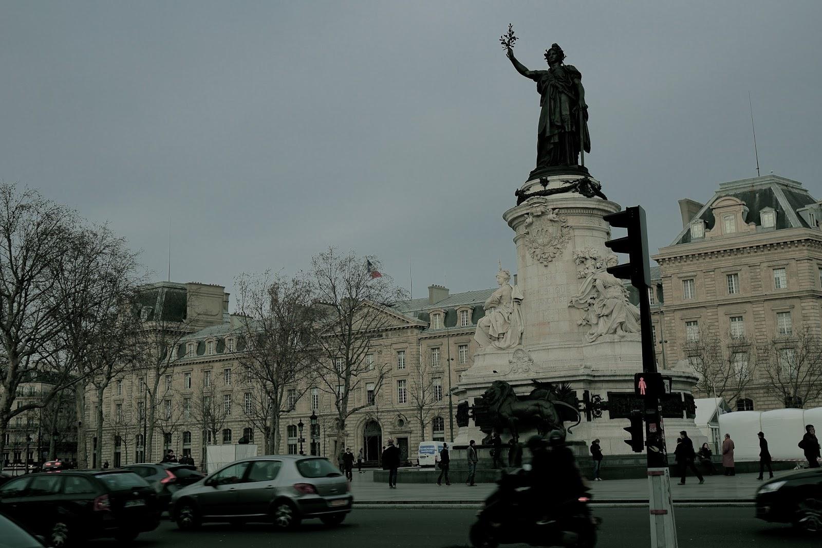 レピュブリック広場(Place de la République)