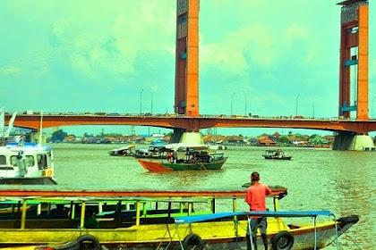 Menikmati Bus Wisata Untuk Berkeliling Objek Wisata Di Palembang