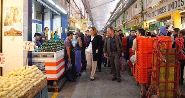 Margarita Zavala visita la Central de Abastos de la CdMx y comerciantes no la reconocen