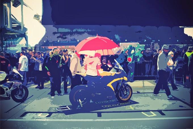 J'ai été Umbrella Girl et ça a changé à jamais la perception que j'avais de moi-même