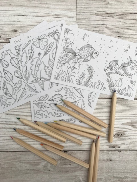 Colouring in cards and crayons
