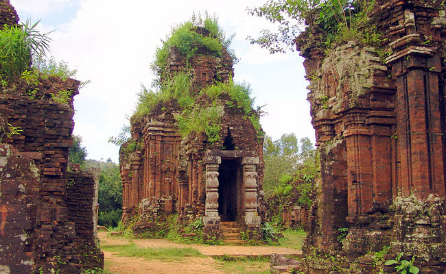 Xvlor.com My Sơn is Shiva temples complex built by Champa dynasty in 380 AD