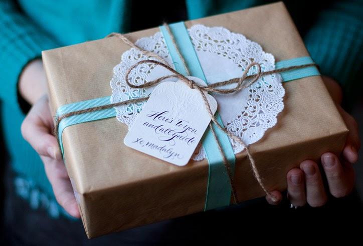 natal-presente-embalagem-papel-craft-fita