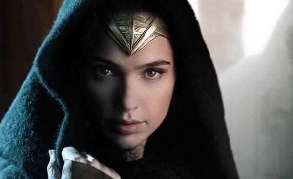 daftar artefak yang dipakai wonder woman dari dewa