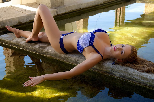 Jordan-Carver-Aquavita-hot-sexy-photoshoot-image-in-hd-quality-15