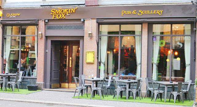 Photo of the outside of The Smokin Fox in Glasgow city centre taken from the street