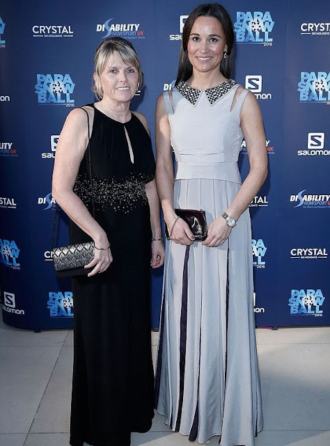 Pippa Middleton look vestido prata , irmã da Kate