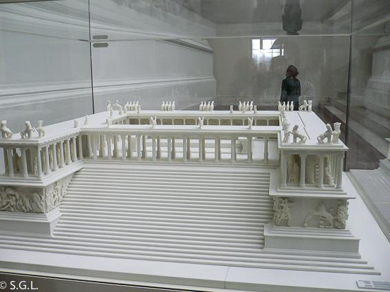 Maqueta del altar de pergamo. Museo de pergamo en Berlin