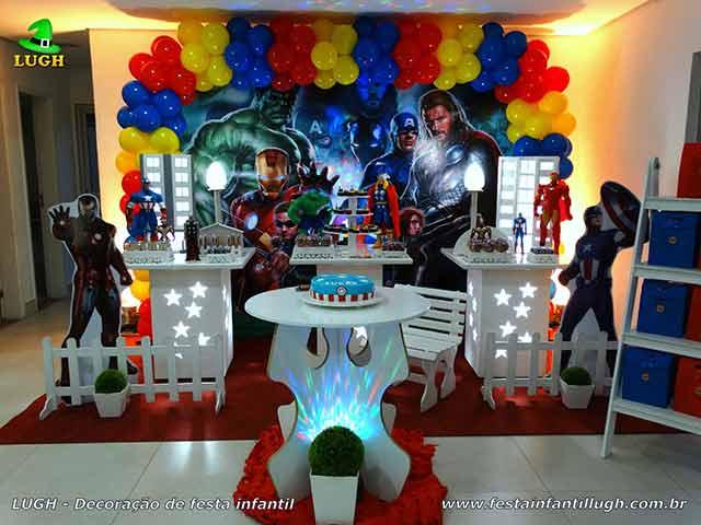 Mesa decorada Os Vingadores - Decoraçãode mesa provençal para festa de aniversário infantil decorada na Barra da Tijuca RJ