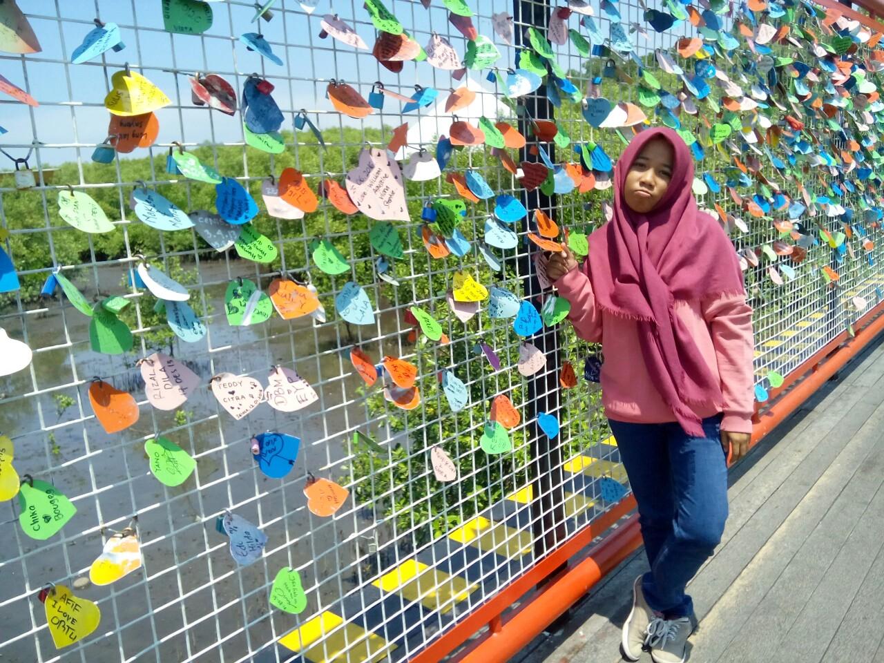 Spot Untuk Gantungkan Gembok Cinta Di Indonesia