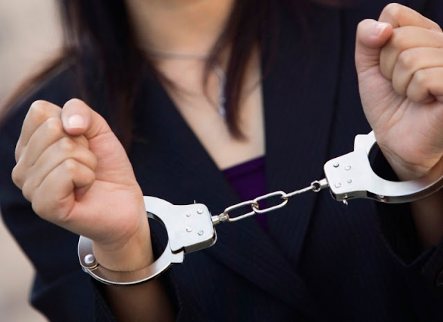 Σύλληψη 29χρονης στο Ναύπλιο για κλοπή κοσμημάτων από κατάστημα