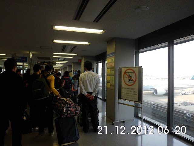 Suasana Menuju Kereta di Kansai Kuukou (KIX)