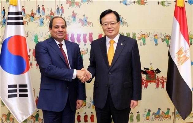اخبار مصر اليوم: استقبال الرئيس عبد الفتاح السيسي لضيفه وزير الصناعة والتجارة لكوريا الجنوبية