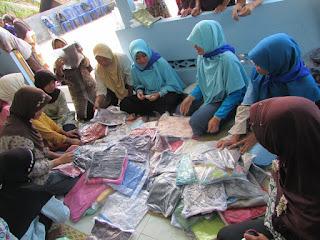 Bazaar murah baksos Relawan-Mandiri DPU DT Jogja di Blumbang Banjararum Kalibawang Kulonprogo
