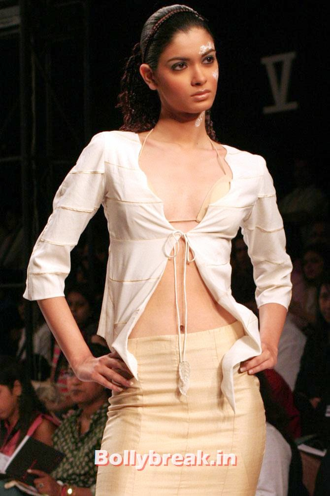 Diana Penty in a Monapali outfit at the Wills India Fashion Week 2006, 15 Super Models who are Rocking Bollywood
