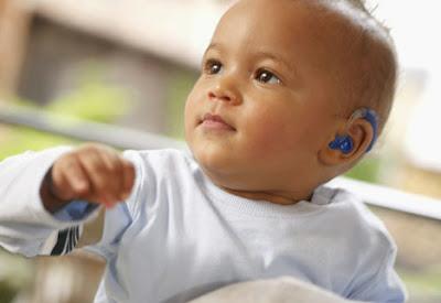 Resultado de imagem para bebe deficiente auditivo